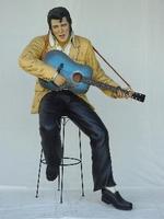 lifesize Elvis Presley met gitaar op kruk model 1512