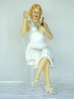 Marilyn Monroe sitting model 1530