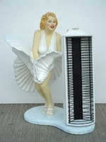 Marilyn Monroe met cd rack model 1929
