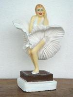 Marilyn Monroe singing model 299