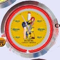 04 neonklok model corona met pinup